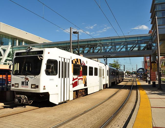 Baltimore LightRail to Hunt Valley entering platform on a Sunny Day